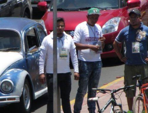 Guías piratas cobran hasta tres mil pesos en trajineras de Xochimilco